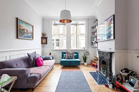 Quirky & Stylish 3-Bedroom House With Bowling Alley