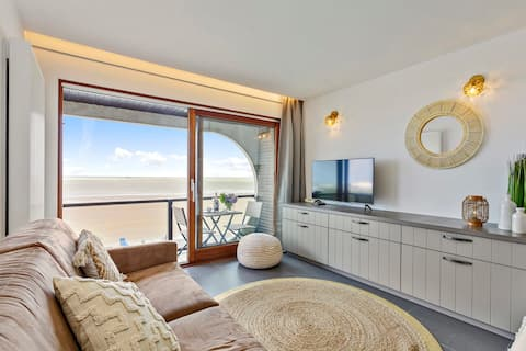Beautiful studio with stunning sea-view and terrace