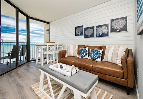 ★ Contemporary Oceanfront Oasis ★| Queen Beds, Pool, Lazy River, Netflix