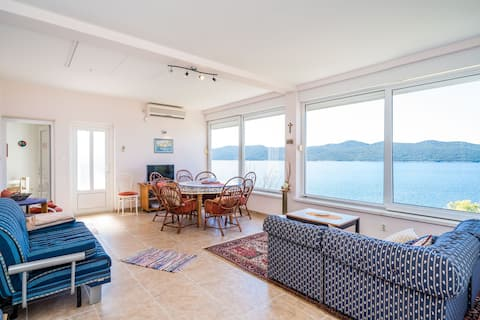 Apartment Kia - One Bedroom Apartment with Terrace and Sea View