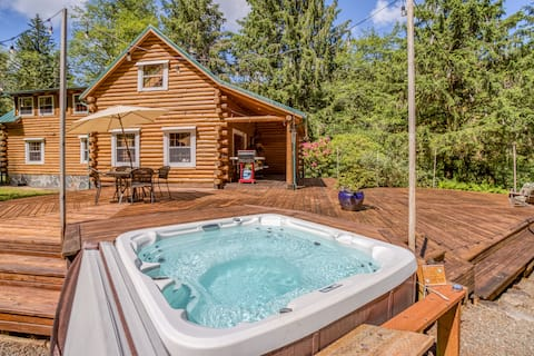 Secluded Haven with Hot Tub, Large Deck, Private Creek, 6 Minutes to Beach!