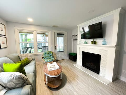 Bright Bespoke 1-BR Unit in the Cottages on James