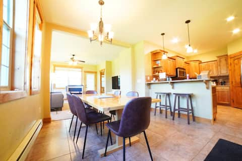 ☀️ Mountain Family Townhome Near Grand Targhee and Driggs