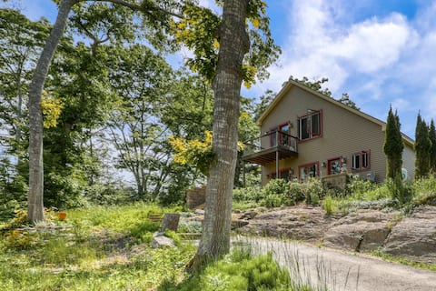 Dog-Friendly Home with High-Speed WiFi, Washer/Dryer, & Private Dock