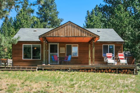 Cozy Crown Point Cottage with Large Yard Near Lake