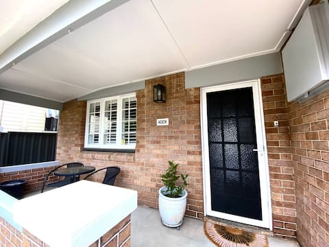 The Summer Bungalow - Close to town and dog friendly