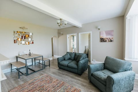 BEACHFRONT APARTMENT // 3 BED APARTMENT WITH SEA VIEW NEAR BRIDLINGTON, NORTH YORKSHIRE