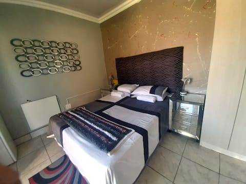 Vicky B B and B Standard Room With En-suite