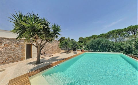 Renovated estate with private pool, 950m from the sea