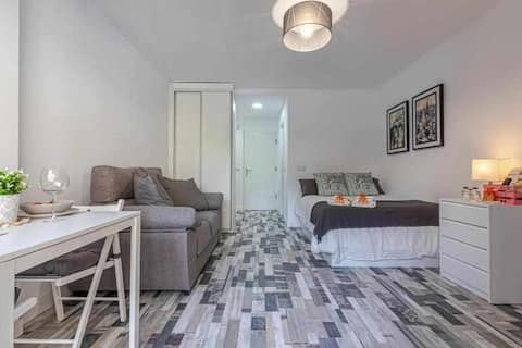 Modern studio in Iris for 2 with pools