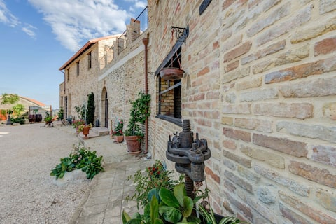 Holiday home in Mosciano Sant'Angelo with courtyard