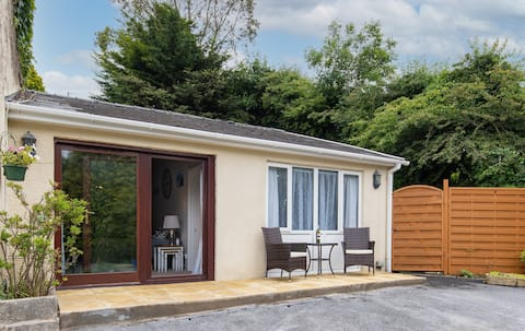 The Hollies - Short Walk to Beach, Peaceful Location, Parking