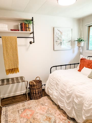 Small bedroom with day bed