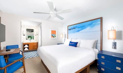 LIMETREE BEACH RESORT ✦ Studio Suite ✦ Accommodates up to 4 Guests ✦ Come Enjoy some Sun with us!!