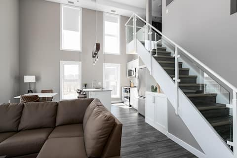 Stunning 2BR Open Concept Loft In French District