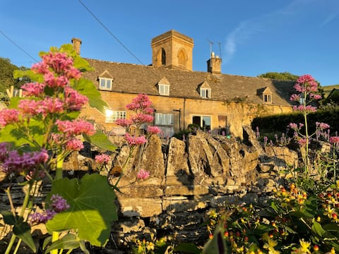 Stunning Cotswold Cottage in Snowshill, Broughwood Cottage