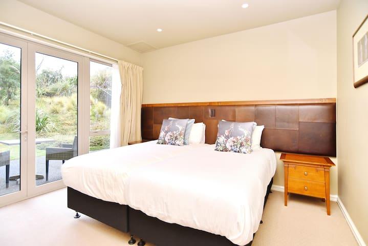 Bedroom 3 has 2 Single beds