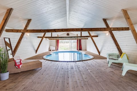 Spacious and newly renovated farmhouse with indoor pool