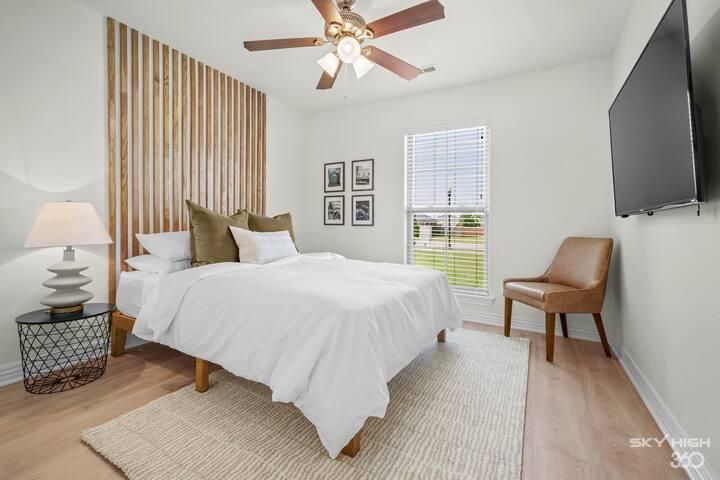 """Queen Size Guest Bedroom with 55"""" Smart TV"""