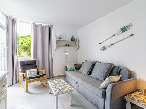 Apartment 100m beach with parking pet friendly
