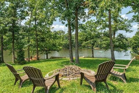 2621 Grendel Grove, Gorgeous Family-Friendly Lakeside Chalet with Large Yard, Firepit, Private Dock, Kayaks on Large Lake
