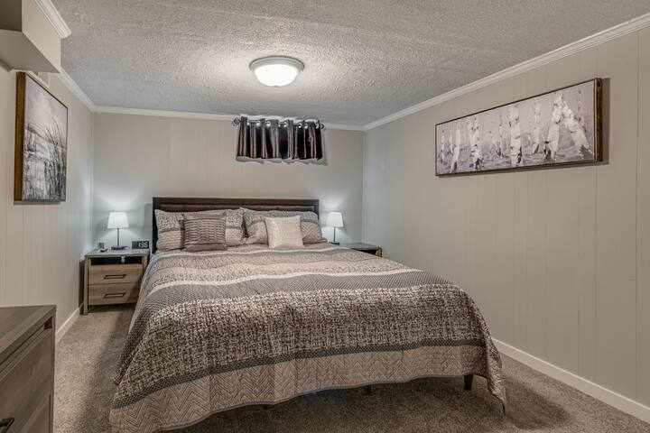 Downstairs Level | Bedroom 4 | Cali-King Bed