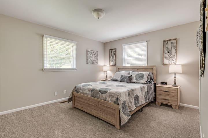 Main Level | Bedroom 3 | Queen Bed