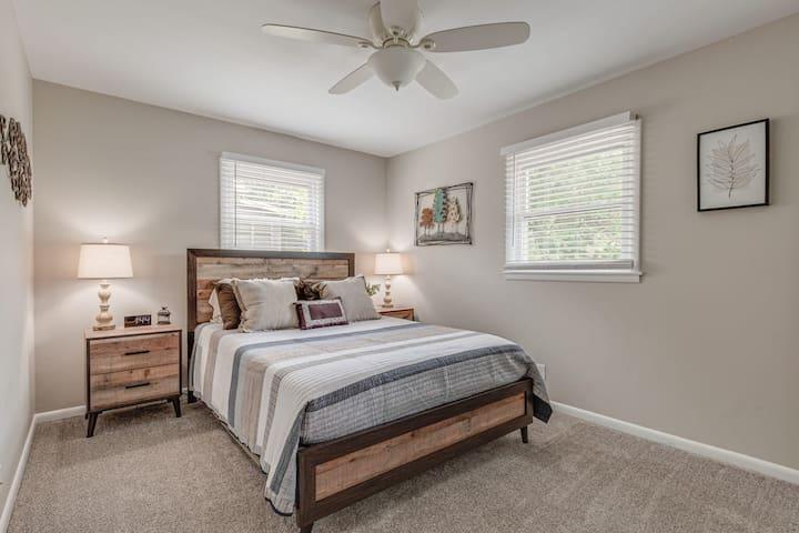 Main Level | Bedroom 1 | Queen Bed
