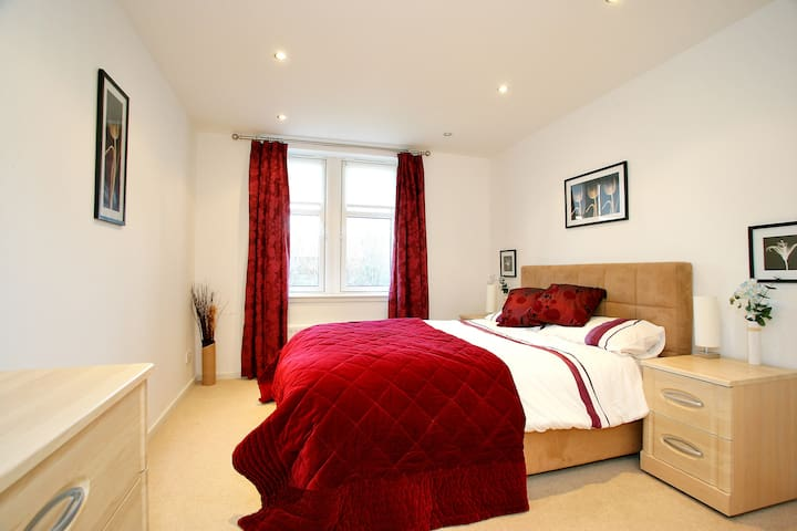 Rooms: Bedroom