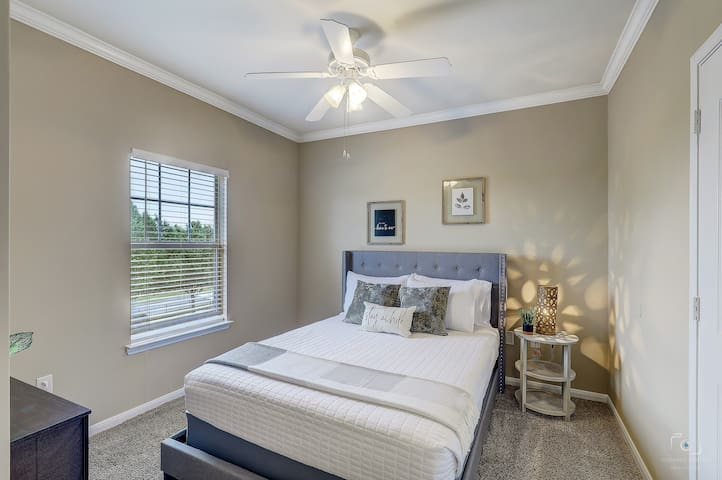 3rd Bedroom with Queen Bed, Storage space, and 4K SMART TV. YouTube TV provided!