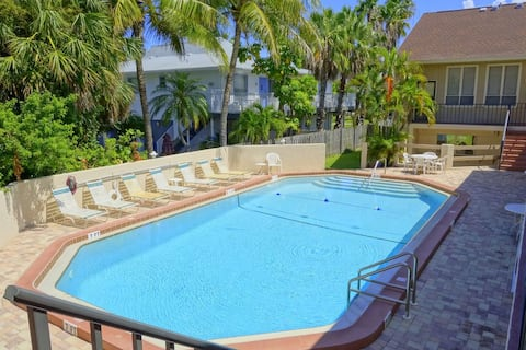 2 Bedroom Townhouse Where Unforgettable Vacations Are Created! 1 Block to Beach!