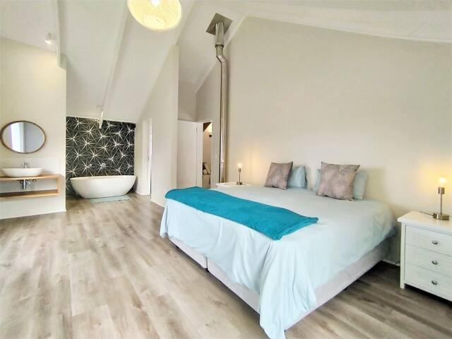 Upstairs Bedroom Suite 4
