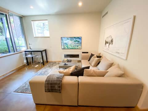 New Listing! 1BR - Steps to Gondola and Center - AC!