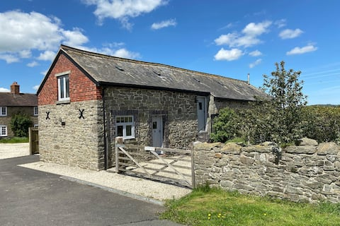Hot Tub Cottage w/Country Views & Stables. Newly Refurbished. Free Use of Private Estate