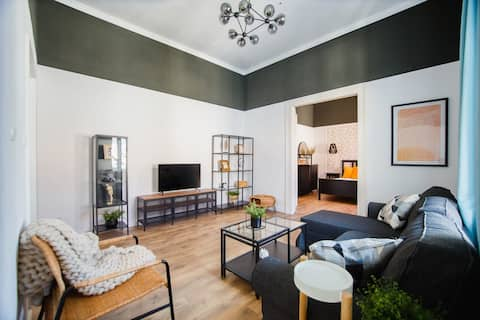 Super Central Spacious Apartment