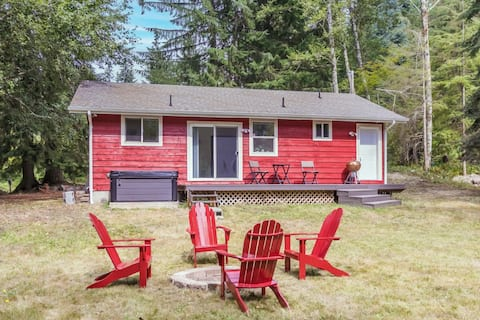 Rainier Oasis - updated cabin w/lake & hot tub
