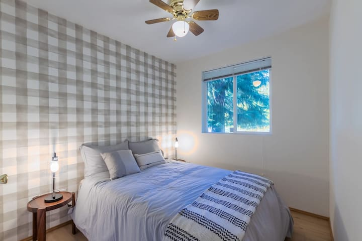 Secondary bedroom with a full size bed
