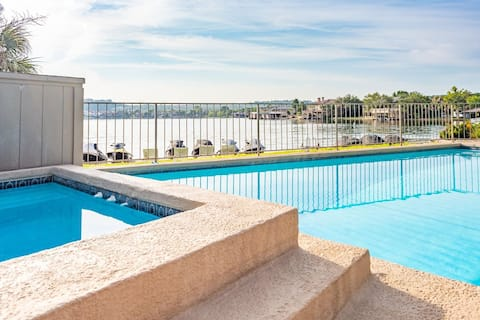 ✯Perfect Lakefront Condo ♡ Pool & Paddleboards✯