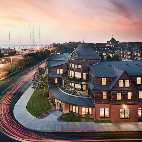 A NEW ENGLAND SEAPORT ESCAPE in our 2 Bedroom Deluxe Suite - Accommodates up to 6 Guest!