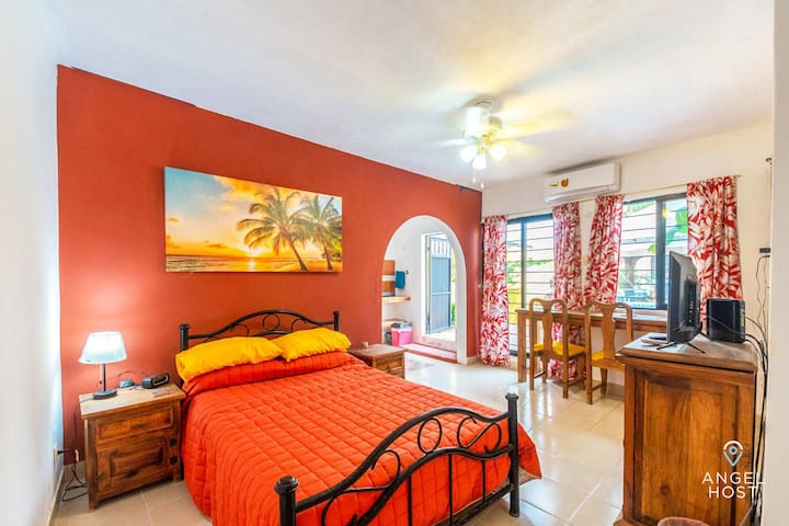 Beach sun-shiny bedroom w/all you need for a cozy romantic stay
