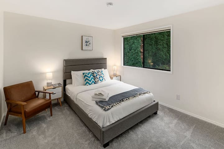 Comfortable third bedroom with queen bed and comfortable beddings