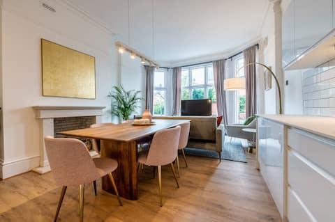 Spacious Designer Apartment close to the River Dee