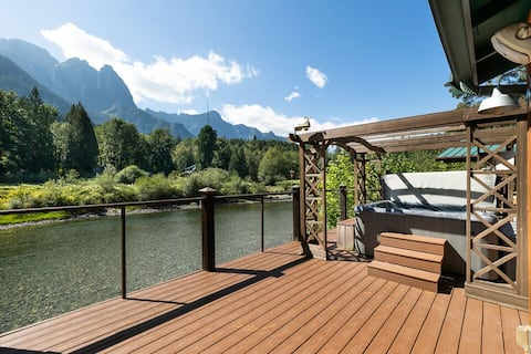 #! VIEW at Mt. Index RIverside with hot tub, wifi, grill, fireplace and more!