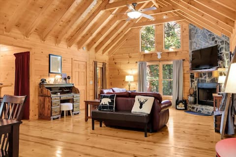 Cabin with fenced in yard, fire pit and game room!