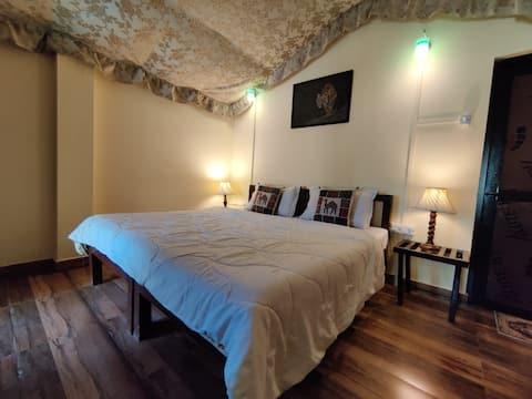 Sundervan Ranthambor Deluxe Double Mountain View Room