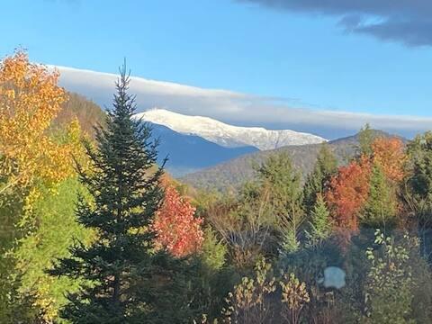 Cozy condo with Mount Washington views