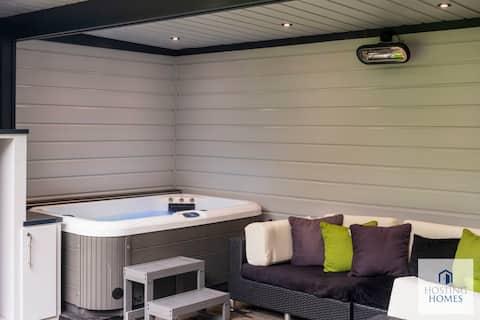 Garden Hot Tub Cabin Twyford