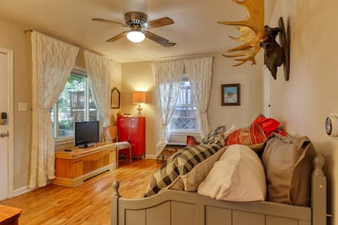 *NEW* Charming Red Poppy Family Cottage | Minutes to Fairgrounds & Park + WiFi