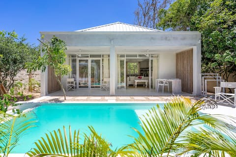 Exclusive Private Pool Villa only 200 meters from the beach with access