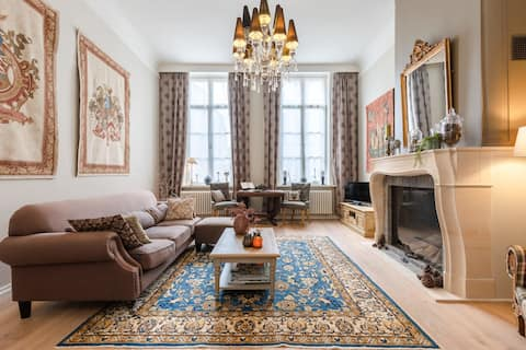 Royal apartment with heavenly courtyard in the center of Bruges
